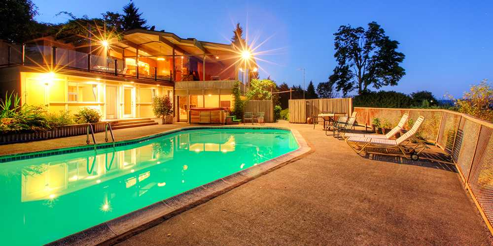 Homes with Swimming Pool